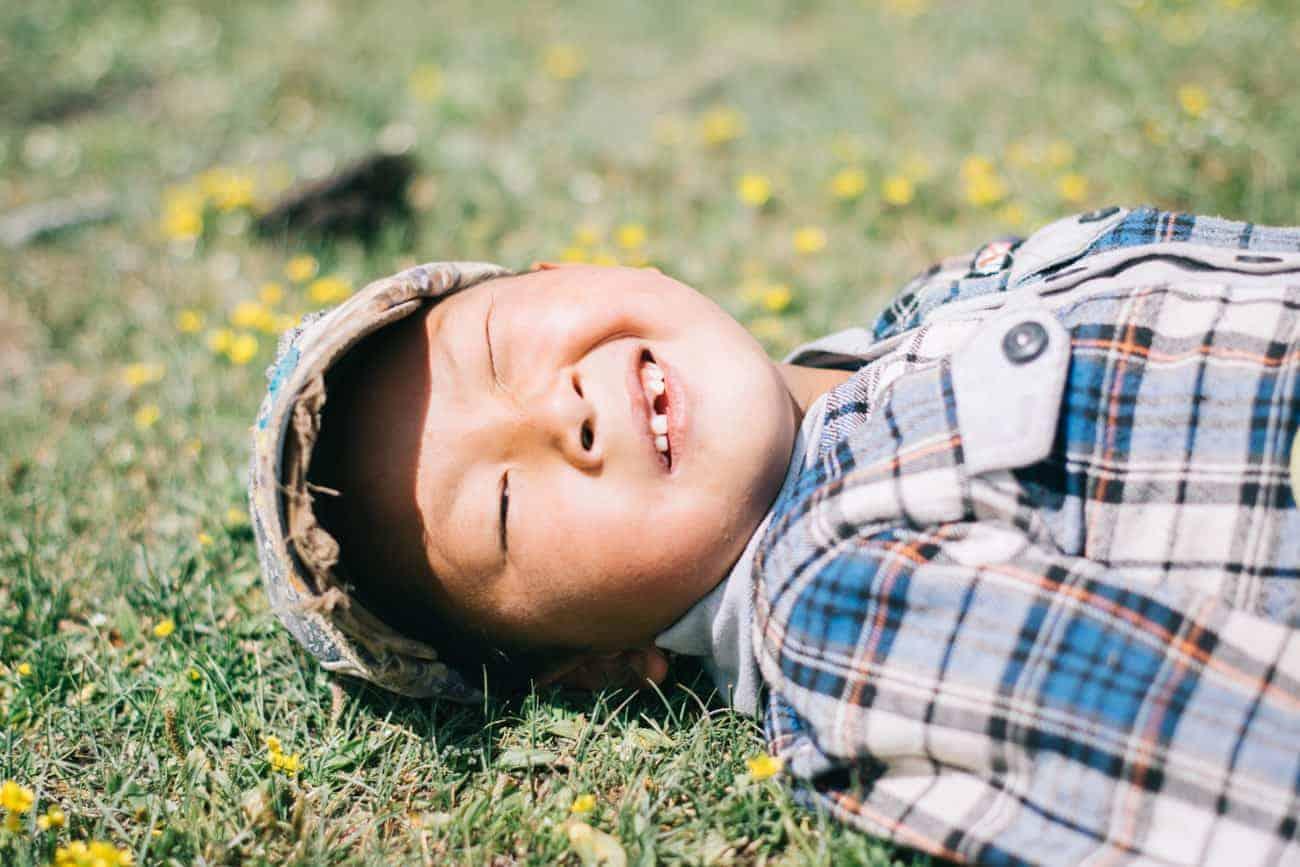 enfant Kirghizistan au soleil