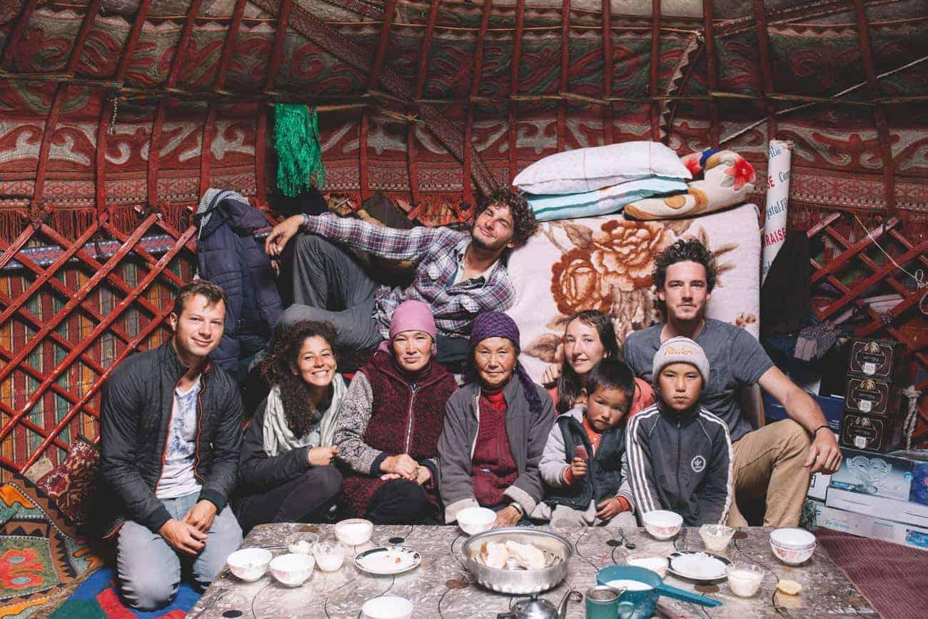 famille kirghize rencontre thé avec l'équipe OunTravela