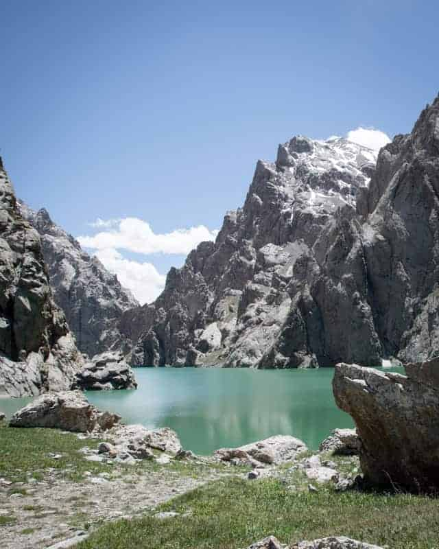 lac turquoise Kol Suu au kirghizistan