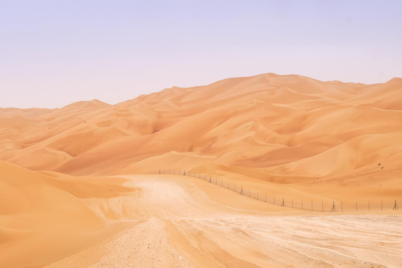 piste de sable Off Road à la frontière entre les Emirats et Oman