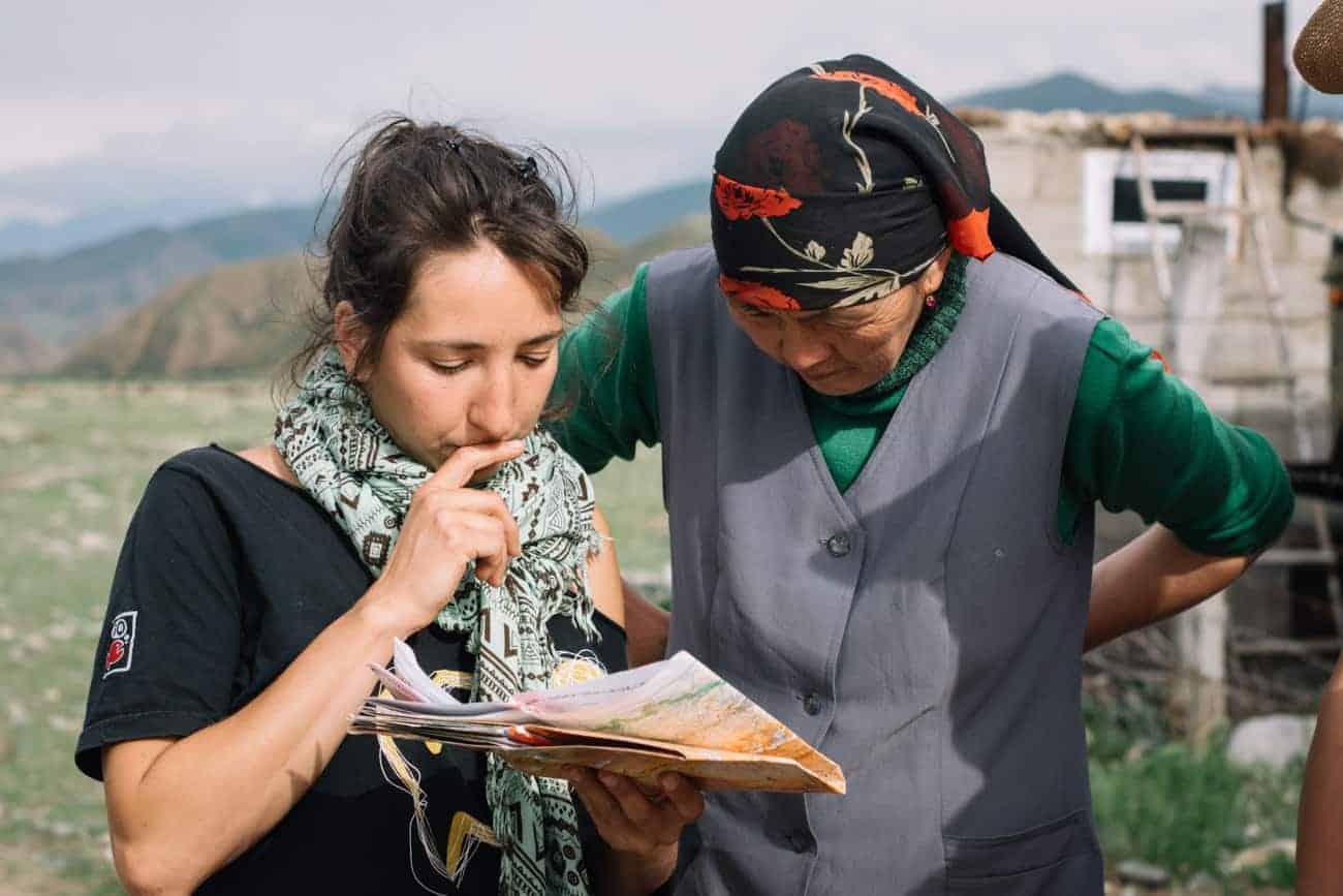 Sophie Polydor rencontre une femme nomade au Kirghizistan