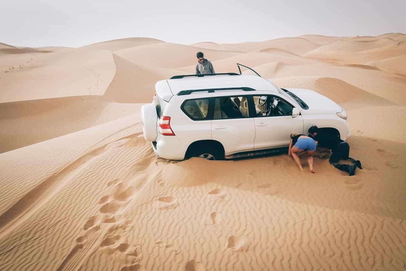 Ensablement de notre toyota sur une dune de sable aux Emirats Arabe Unis