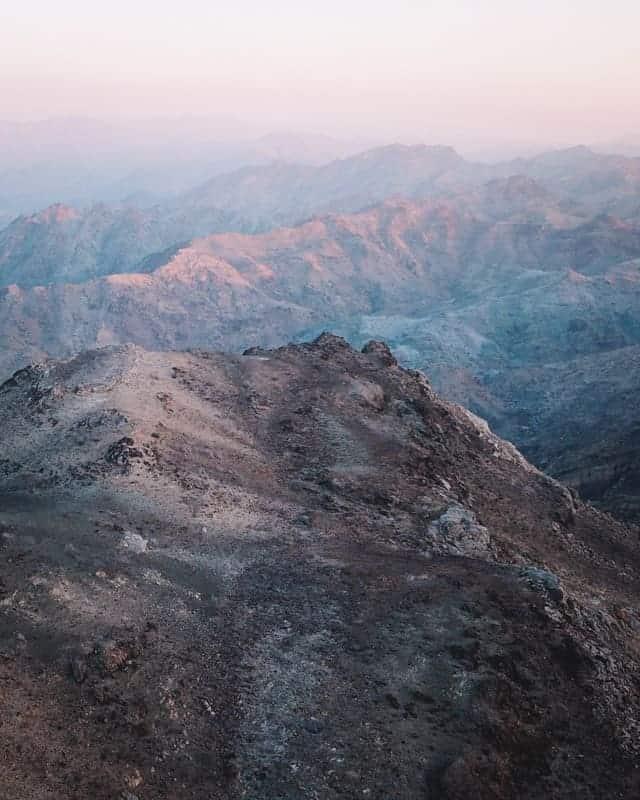 montagne UAE spot camping drone