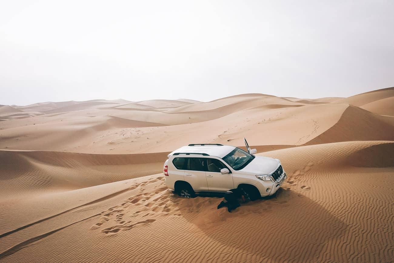 ensablement du 4x4 sur une dune aux UAE