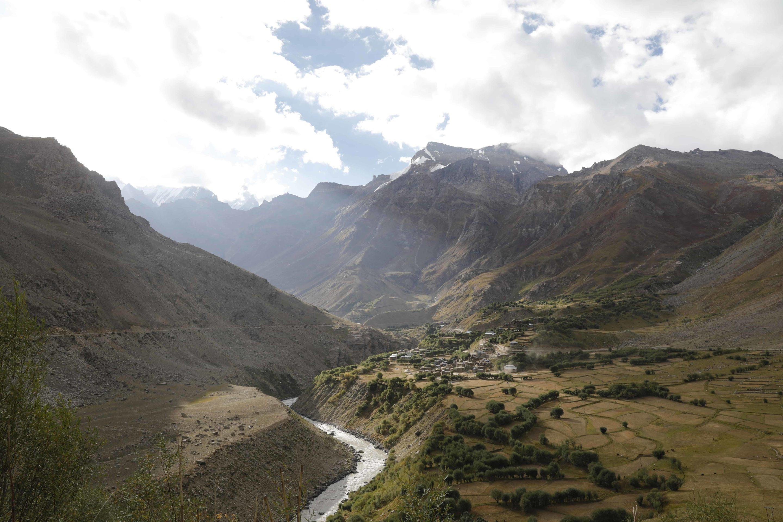 ladakh panikhar vallée : point de vue sur les champs