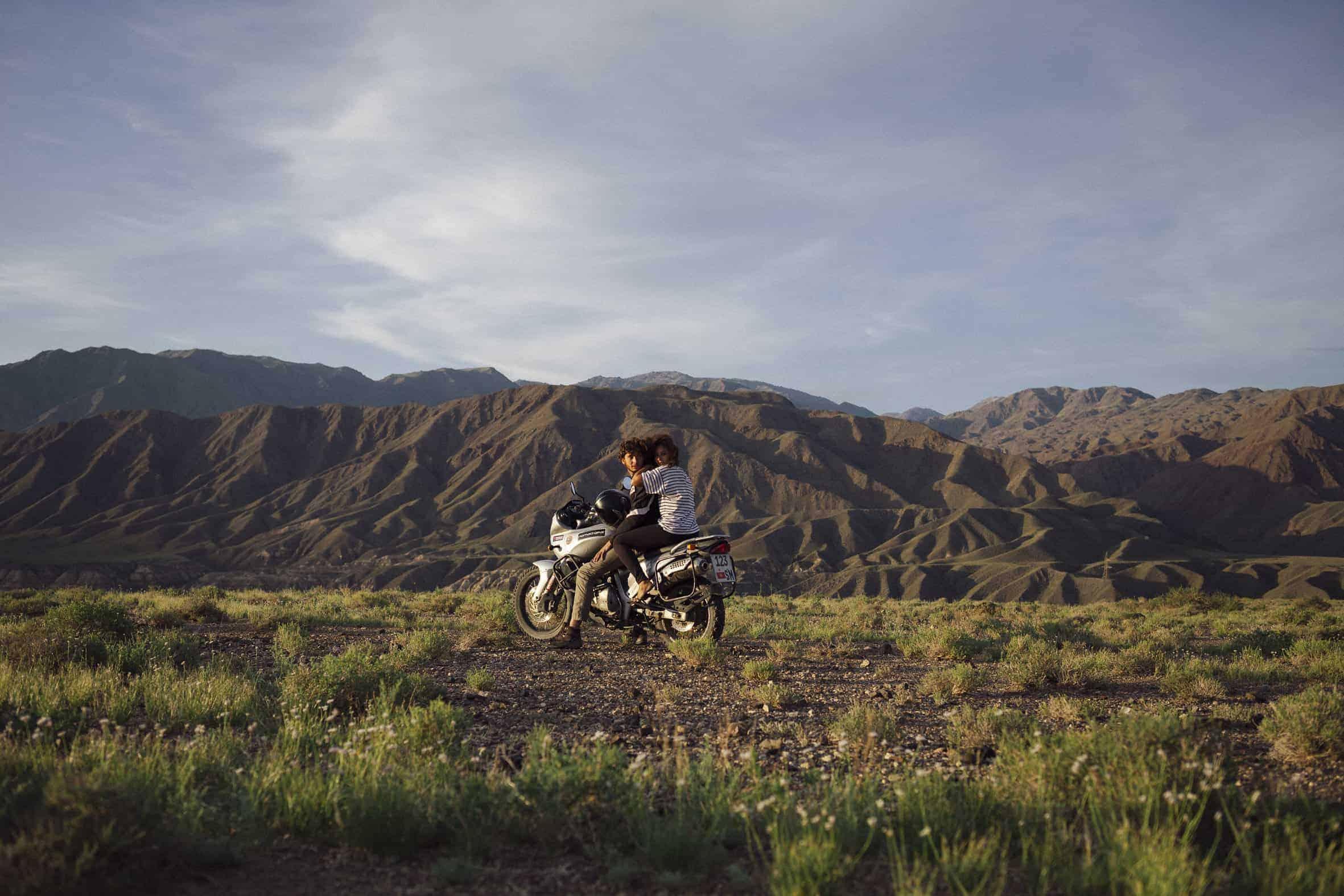 Olivia Casari et Victor MICHAUD photo couple moto BMW F650 GS Kirghizistan