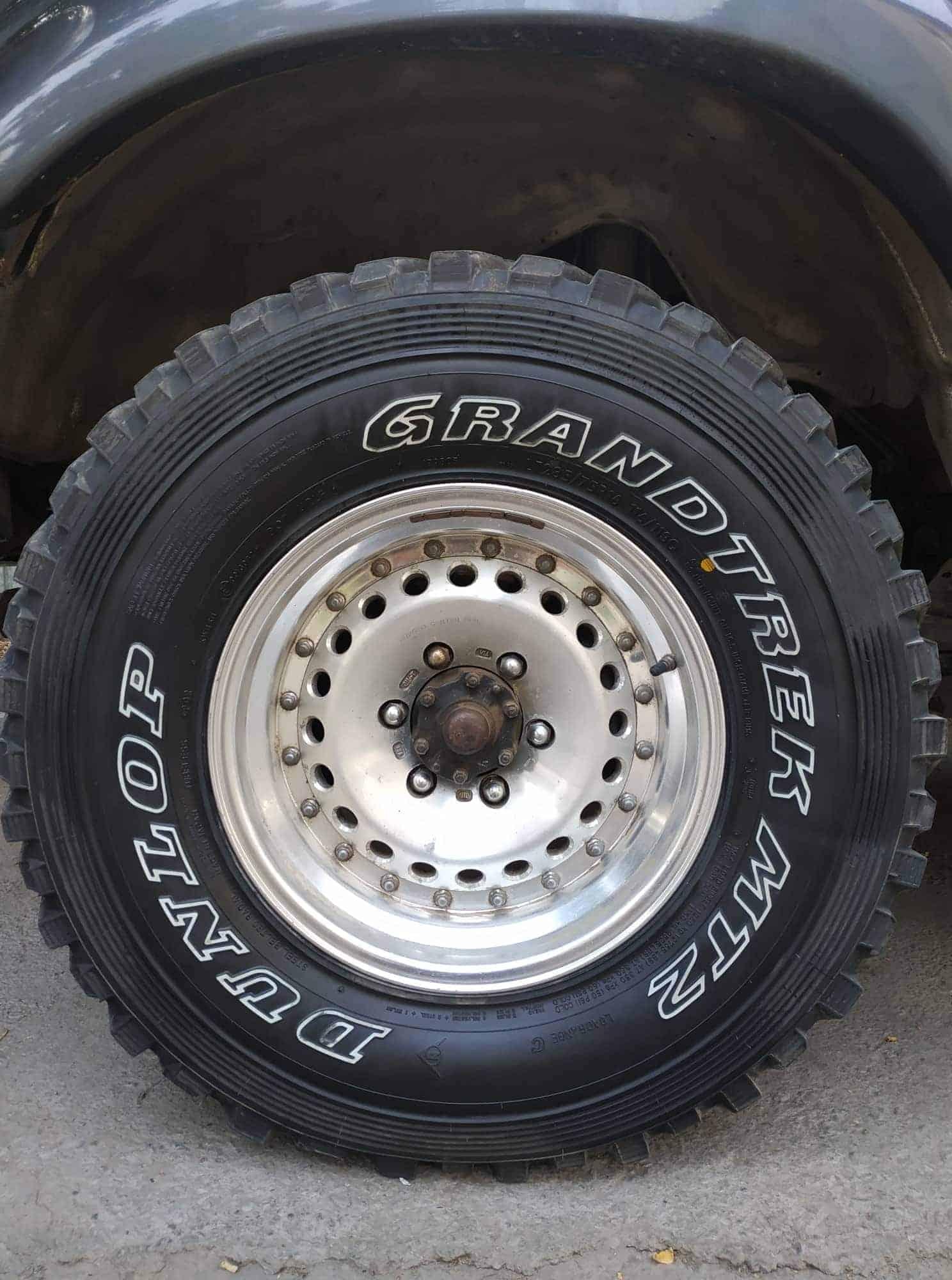 Mud terrain roue GRANDTRECK MT2 DUNLOP 4x4 ountravela toyota disque aluminium