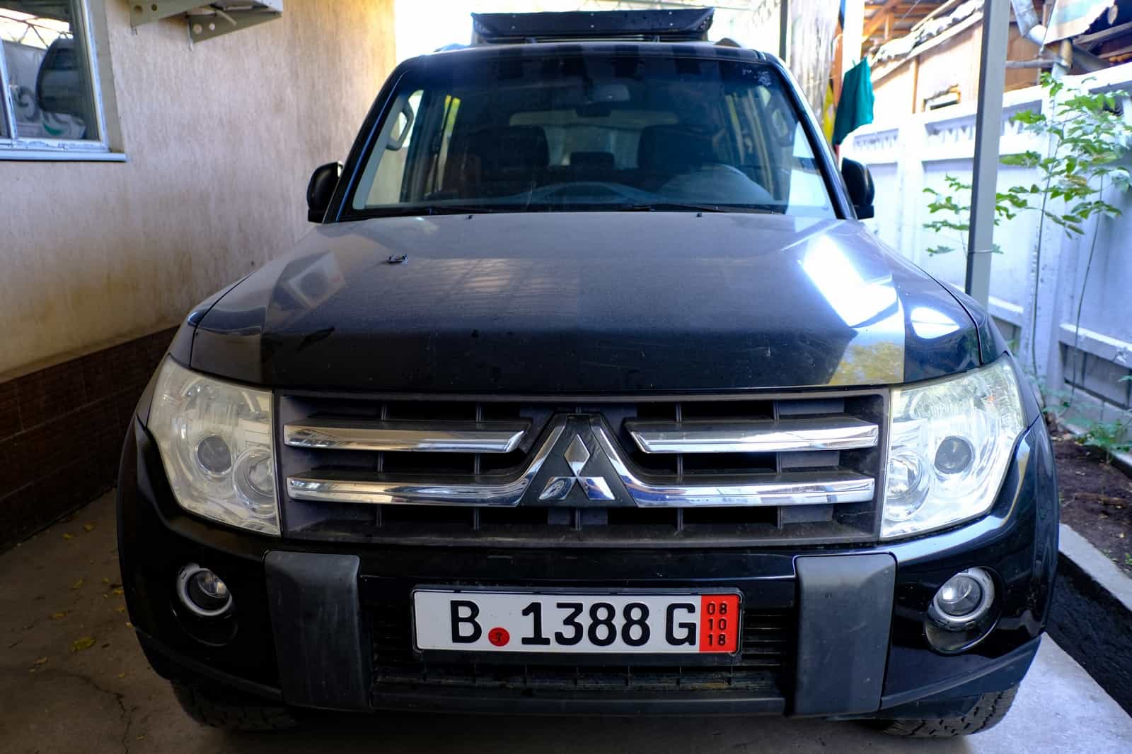 Mitsubishi-Pajero-devant-2